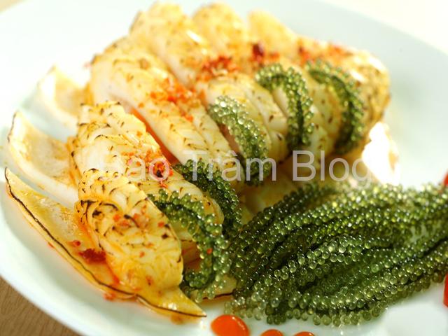 món ăn từ rong nho mực nướng cuộn rong nho