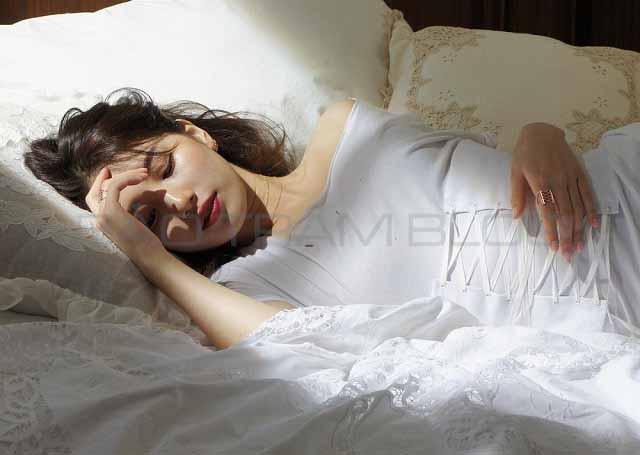 Có nên đeo đai nịt bụng khi ngủ