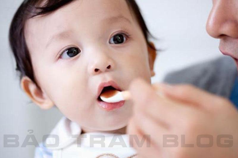 Nên cho bé uống vitamin tổng hợp vào lúc nào